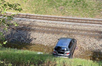 141. Verkehrsunfall, auslaufende Flüssigkeiten, Industriestrasse/ Ernst Müller-Strasse